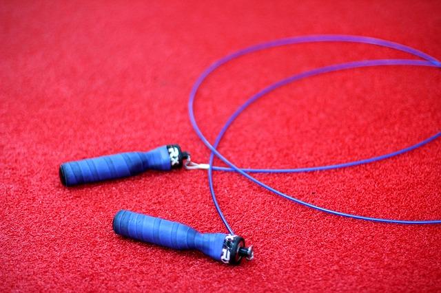 corde à sauter sur le sol